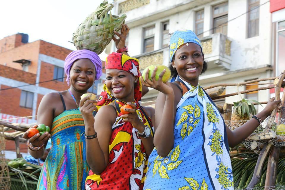 mombasa carnival kenya safari