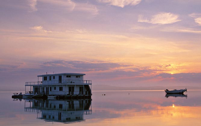 A houseboat on Lake Kariba is a relaxed way to sped time in Zambia